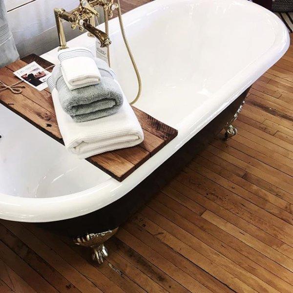 The Relaxing Bath Revolving Decor