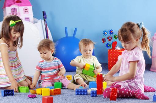 Les bébés adorent apprendre. Ils prêtent attention à tout ce qui est nouveau et inattendu – à tout ce qui est susceptible de leur apprendre quelque chose.