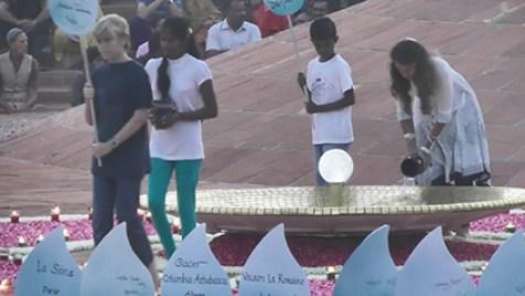 Offrande de l'eau à Auroville