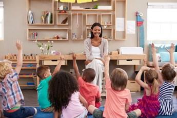 Un atelier philo où les enfants apprennent à se construire à dérouler, illustrer et à exprimer leurs pensées autour d'une question