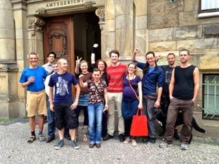 Les membres du collectif [FuldaWeichsel] devant le tribunal de Neukölln (FuldaWeichsel, 2012)