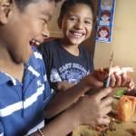 A couple of students enjoy class in San Gaspar