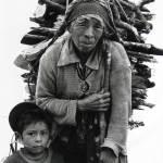 Abuela y nieto (San Mateo Ixtatán) —Daniel Chauche www.danielchauche.com