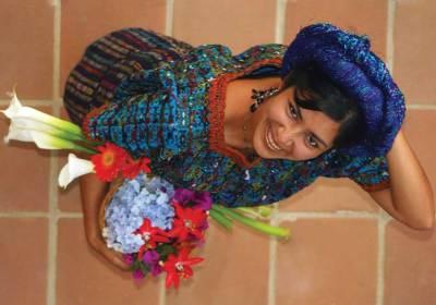 La sonrisa (Santa Catarina Palopó, Solola) —Gabriel Queche Setena www.villasdeguatemala.com