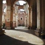 Luz y sombra (La Antigua) —Mayté Zeceña