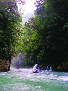 Rafting, 2012 expedition group on the río Cahabón (Alta Verapaz), photo: Luis Enrique Lopez Argueta