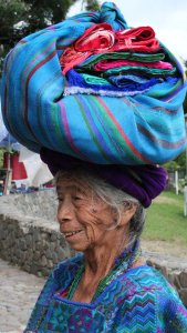 Posición/Position: 2do lugar / 2nd place Premio: 2 botellas de vino Tema/theme: Retratos guatemaltecos / Guatemalan portraits Título/title: Mucha Vida Lugar/place: Panajachel, Sololá Autor/author: Katherine Poole