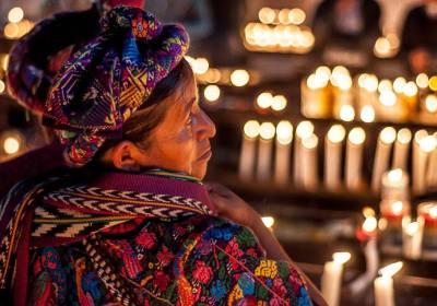Posición/Position: 2do lugar / 2nd place Premio/Prize: Porta lapiceros de Jades Xibalbá Tema/theme: Los Mayas / The Maya Título/title: Peregrina Lugar/place: Esquipulas Autor/author: Aldo Fernandez Comparinia
