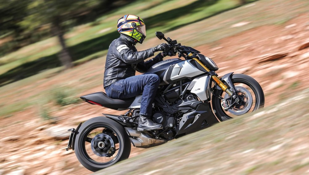medium resolution of 2019 ducati diavel 1260 s first ride review