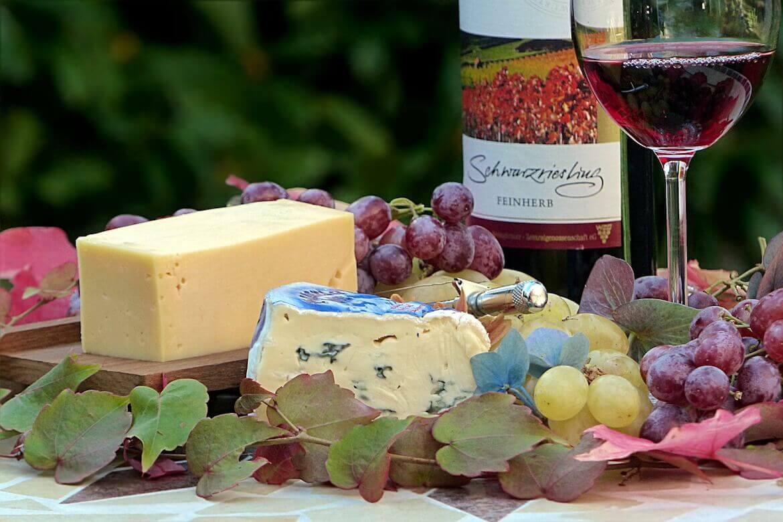Asocieri de vinuri si branzeturi