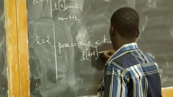 Un scandale éclabousse le recrutement des 5 000 enseignants. Des candidats se sont inscrits sur la plateforme avec de faux diplômes.