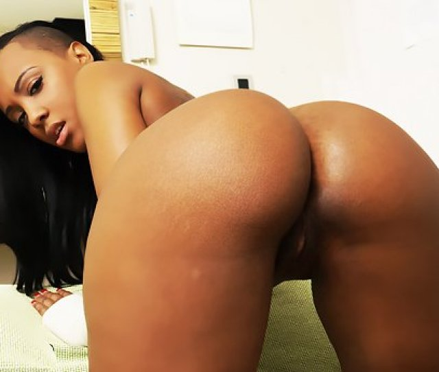 Watch Tanned Exotic Webcam Whore Noemilk Gets Fucked In Live Video