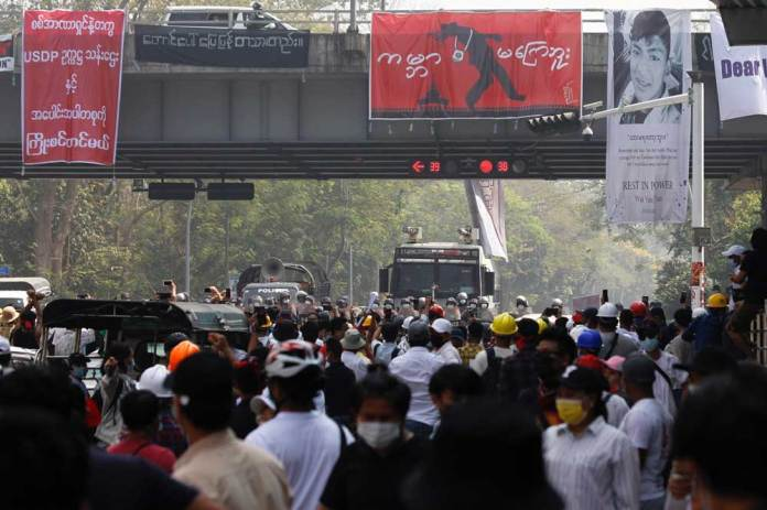 https://i0.wp.com/www.rfa.org/english/multimedia/myanmar-crackdown-gallery-02262021183713.html/police-crackdown-2.jpg?w=696&ssl=1