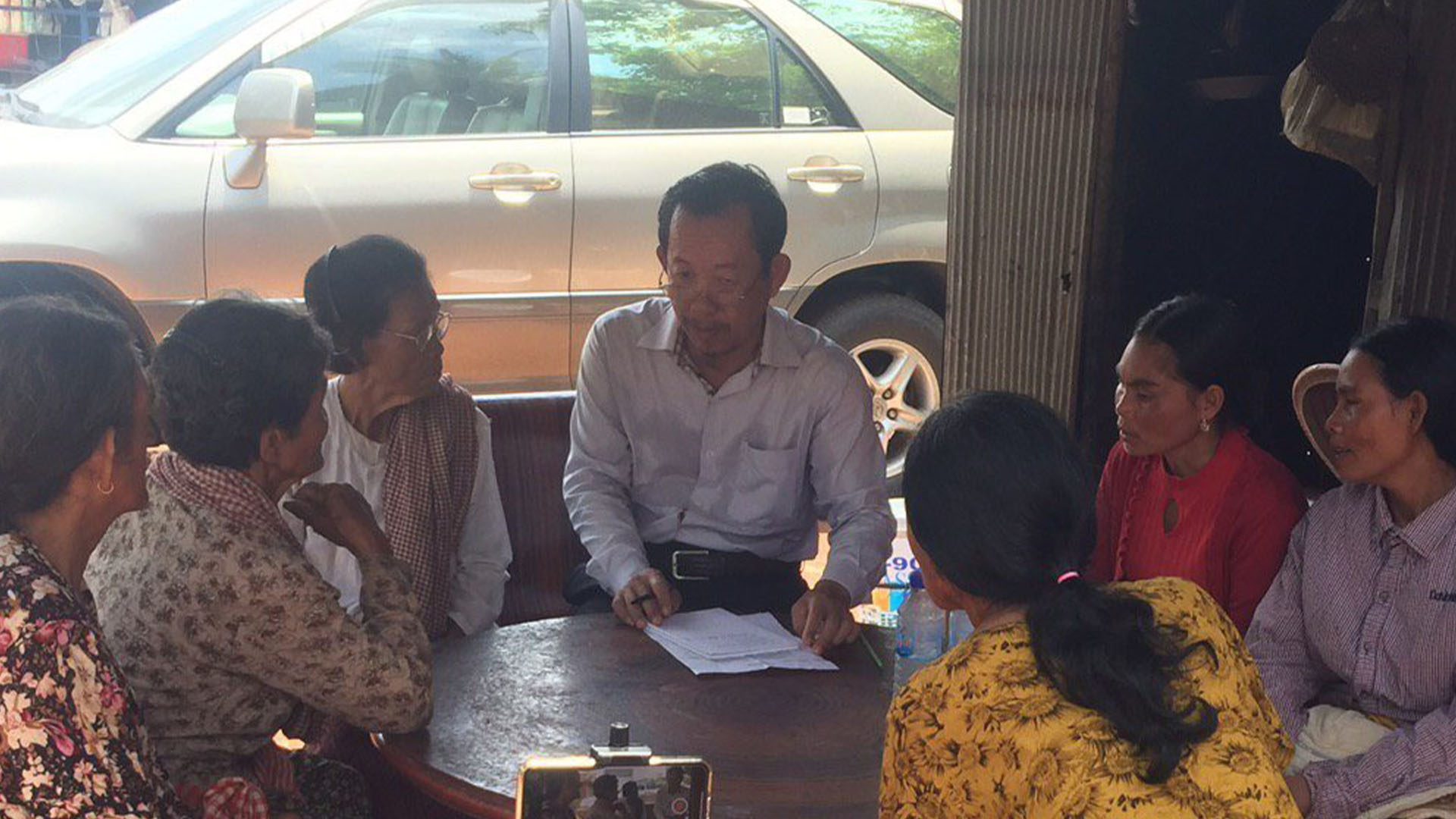 Rong Chhun discusses border demarcation with villagers in Tbong Khmum province's Ponhea Kraek district, July 21, 2020.