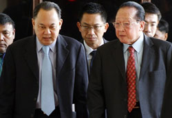 thai-cambodian-foreign-ministers-250.jpg