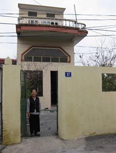 Bà Nguyễn Thị Lợi, Mẹ của cô Phạm Thanh Nghiên. Photo courtesy thongtinberlin.de