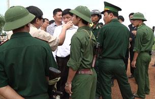 Công an biên phòng Việt Nam ngăn chặn không cho DB Sam Rainsy đến xem xét cột mốc biên giới tạm số 103,