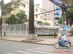 Lãnh sự quán Trung Quốc ở TPHCM. Photo courtesy of VietLuansBlog.