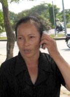 Bà Ngô Thị Lộc trả lời điện thoại. Source radiao chân trời mới