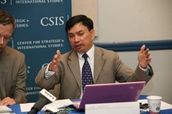 Luật sư Nguyễn Duy Chiến thuyết trình tại buổi Hội thảo