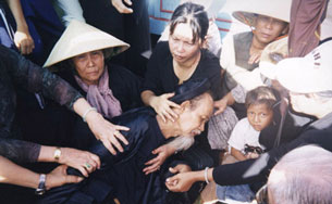 Các tín đồ PGHH bị đàn áp ngăn chặn trong lần chuẩn bị hành lễ trước đây
