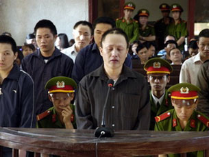 Bị cáo Cư A Báo tại tòa phiên tòa sơ thẩm ngày 13/3/2012 ở Điện Biên. Source vietnamplus.vn