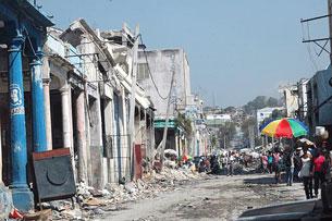 Thành phố Haiti đổ nát. Courtesy Lm. Pham Tăng Tri
