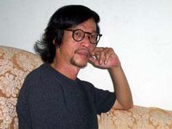 Nhà thơ Đỗ Trung Quân. Photo courtesy of tu1blog.