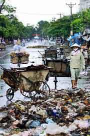 Nạn rác ở các thành phố. AFP
