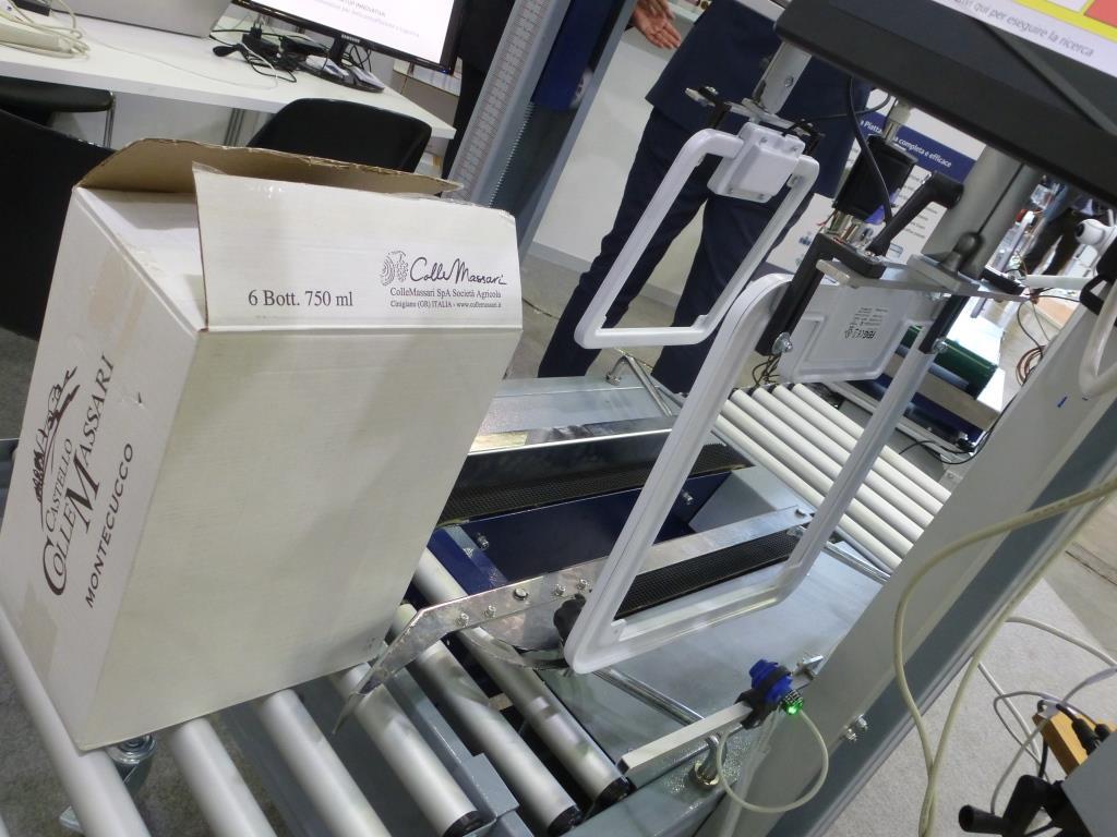 Tunnel RFID per la tracciabilità automatica in linea di confezionamento vino