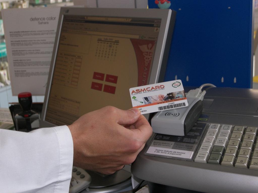Reader RFID RedWave in farmacia identifica la ASMCard
