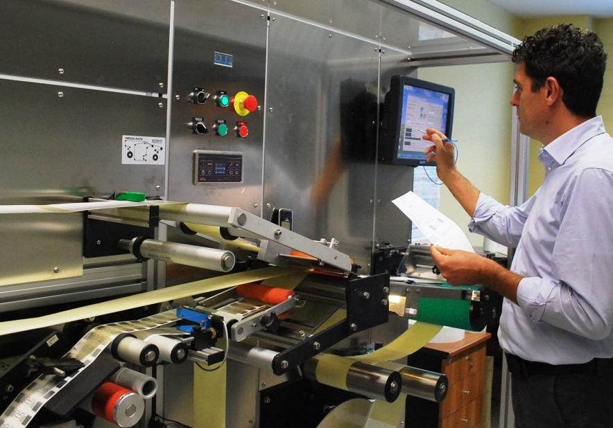 Servizi RFID - RFID Label Inserting Machine
