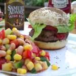 ハンバーガーとサルササラダ