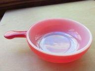こうやってみると、めんこいピンクですな~♪グラスベイクのスープ・デザートボウル。