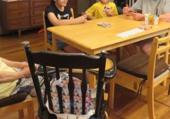 最近子供達がハマってるUNOで遊んだり。
