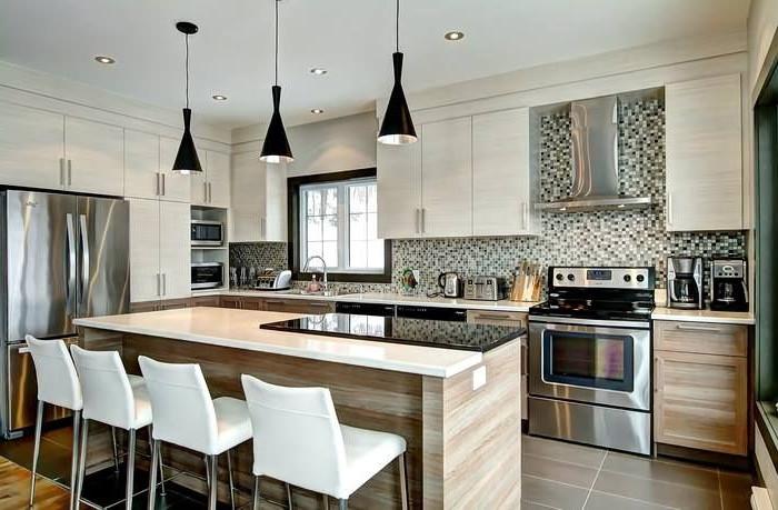 cucina con isola ristrutturata