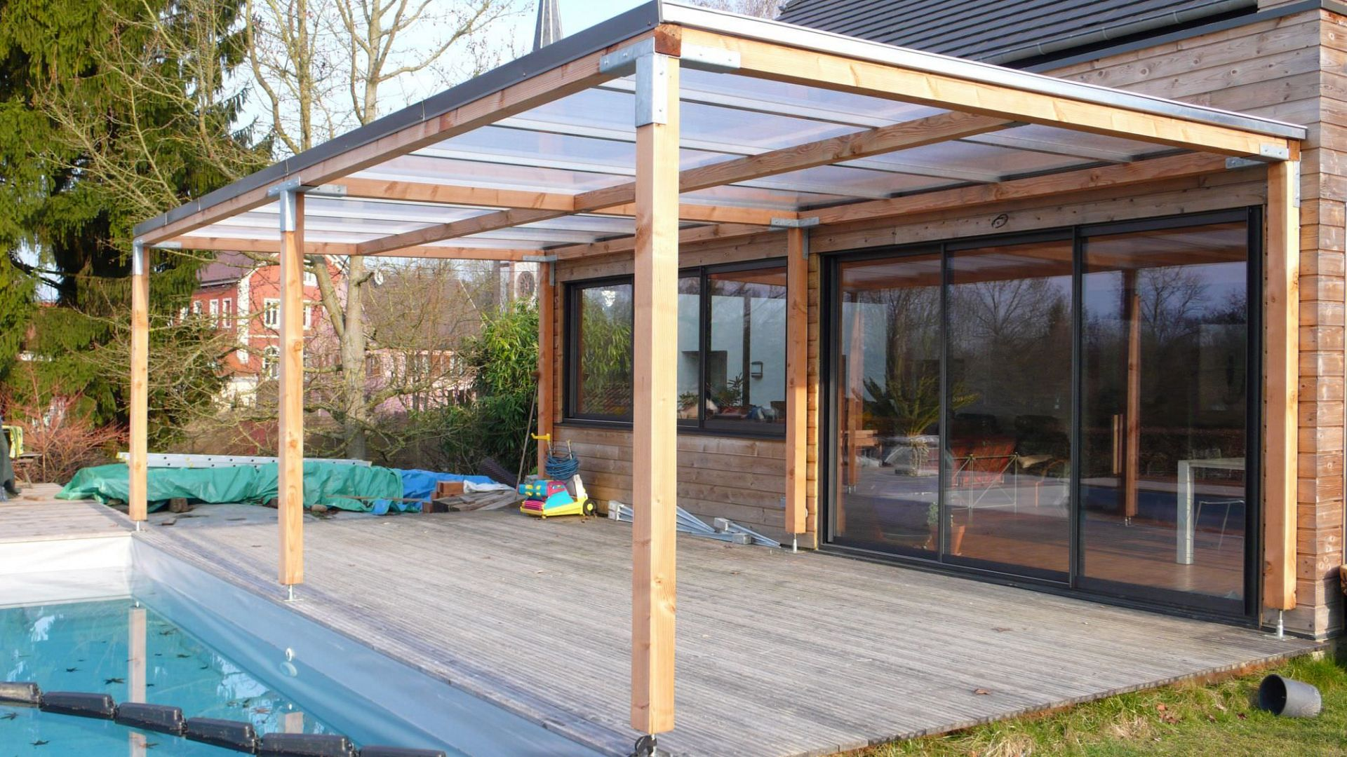 pergola bois avec toiture polycarbonate maison design. Black Bedroom Furniture Sets. Home Design Ideas