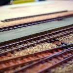Bahnsteig, Schotter und Gleise