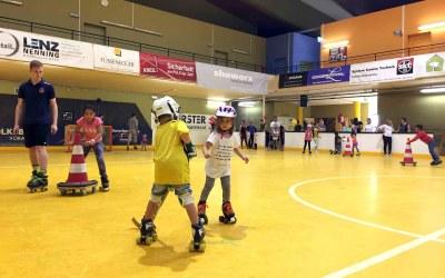Absofort startet wieder das freie Rollschuhfahren jeden Samstag in der Stadthalle!