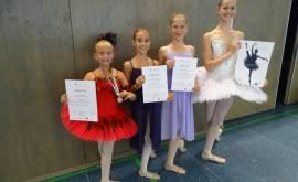 01400-47-310-foto-preistra%cc%88gerinnen-balletwettbewerb-sperap000470763
