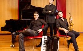 Trio-Spiegelbilld