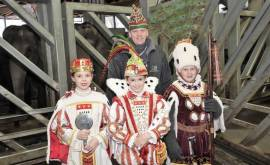 (c) W. Scheurer_Kinderdreigestirn und Zoo Vorstand Christopher Landsberg