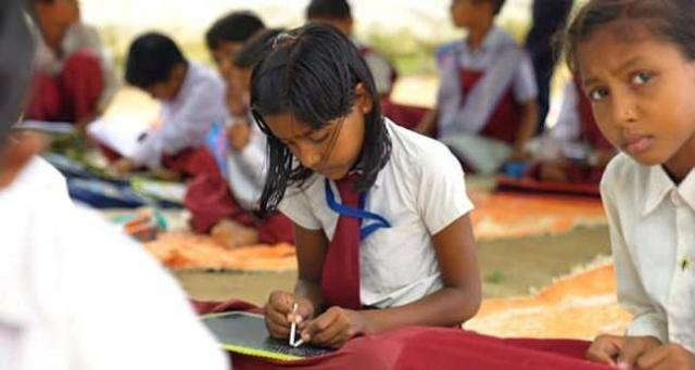 Unique school teaches students to write with both hands The-only-ambidextrous-school-in-india-where-children-write-with-both-hands-gudsol-001