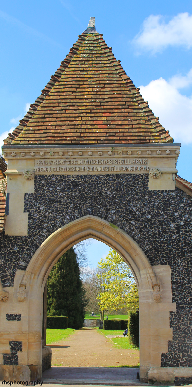 Beddington-park-church-archway