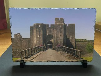 Small slate with a photographic view of the front of Caerphilly Castle. Comes with box & mini stands to place slate in.