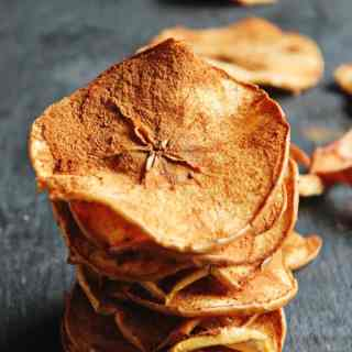 Healthy spiced apple chips