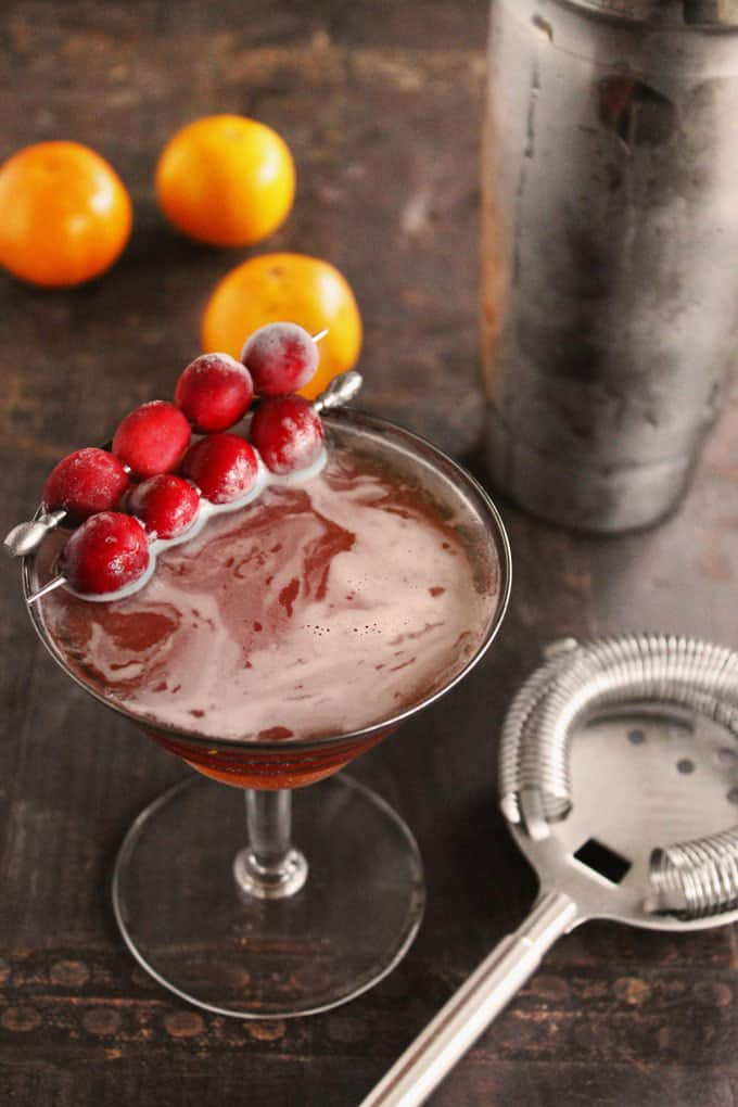 Cranberry manhattan + 15 Farmers market recipes to try this November! Delicious, autumn recipes made with fresh, seasonal produce from your local farmers market or CSA bin. Eat local!
