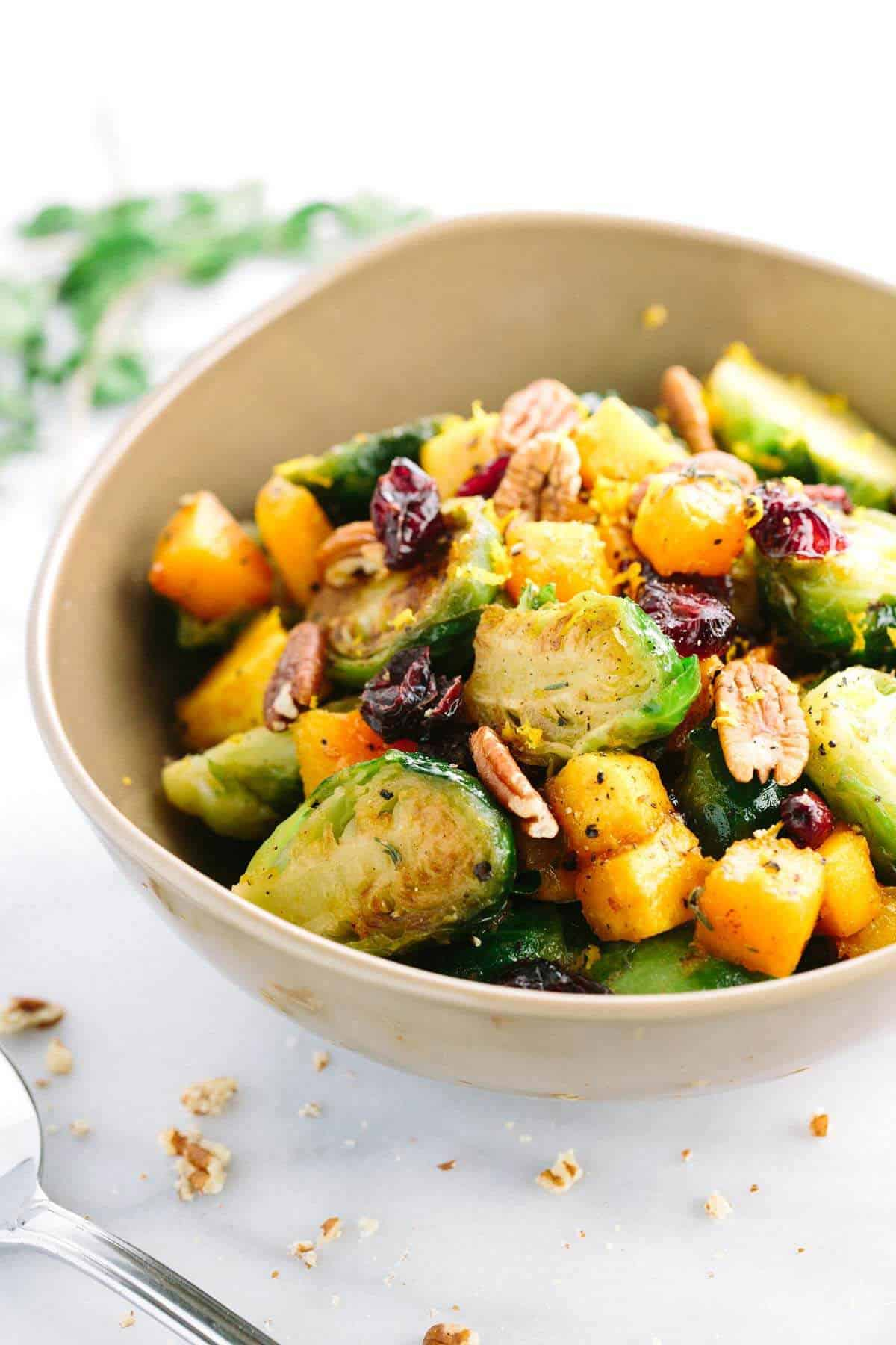 Orange glazed brussels sprouts + 15 Farmers market recipes to try this November! Delicious, autumn recipes made with fresh, seasonal produce from your local farmers market or CSA bin. Eat local!