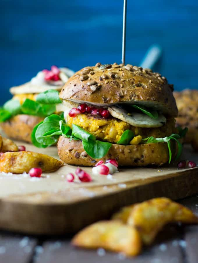 Vegan pumpkin burger + 15 Farmers market recipes to try this November! Delicious, autumn recipes made with fresh, seasonal produce from your local farmers market or CSA bin. Eat local!