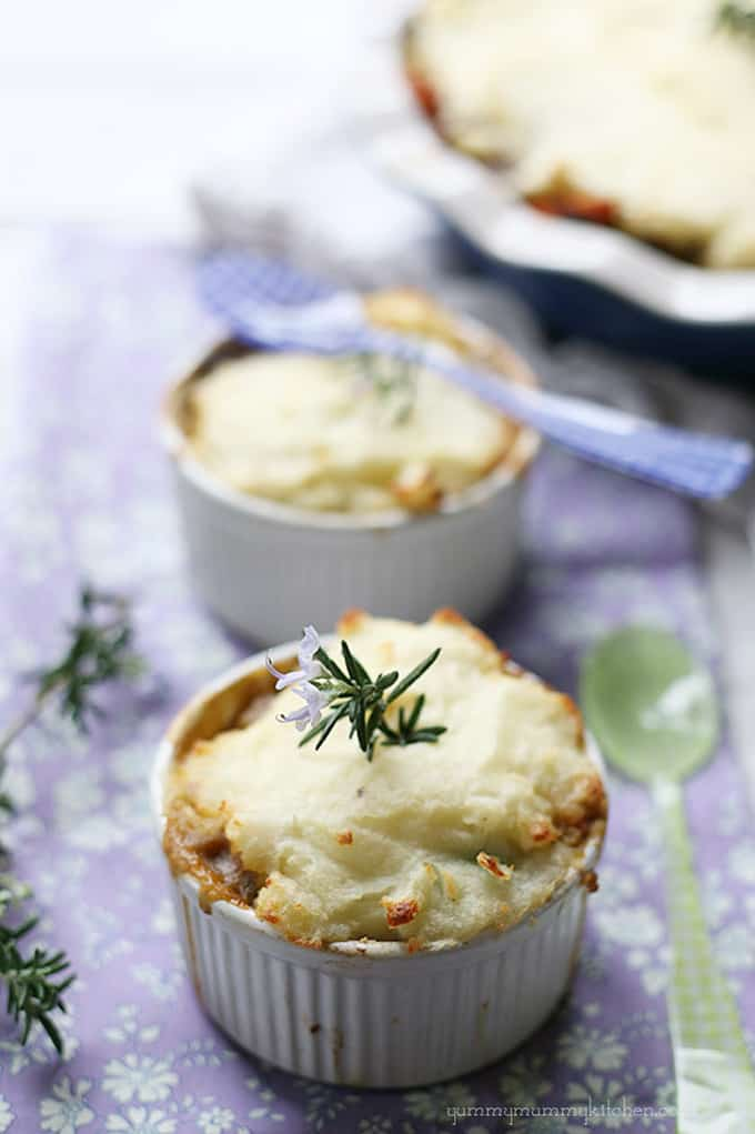 Vegetarian shepherd's pie + 15 Farmers market recipes to make in December! Delicious, autumn, winter, and holiday recipes made with fresh, seasonal produce from your local farmers market or CSA bin. Eat local!